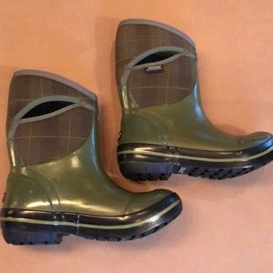 Bogs boots green size 6